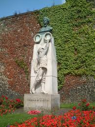 Edith Cavell statue outside Norwich Cathedral